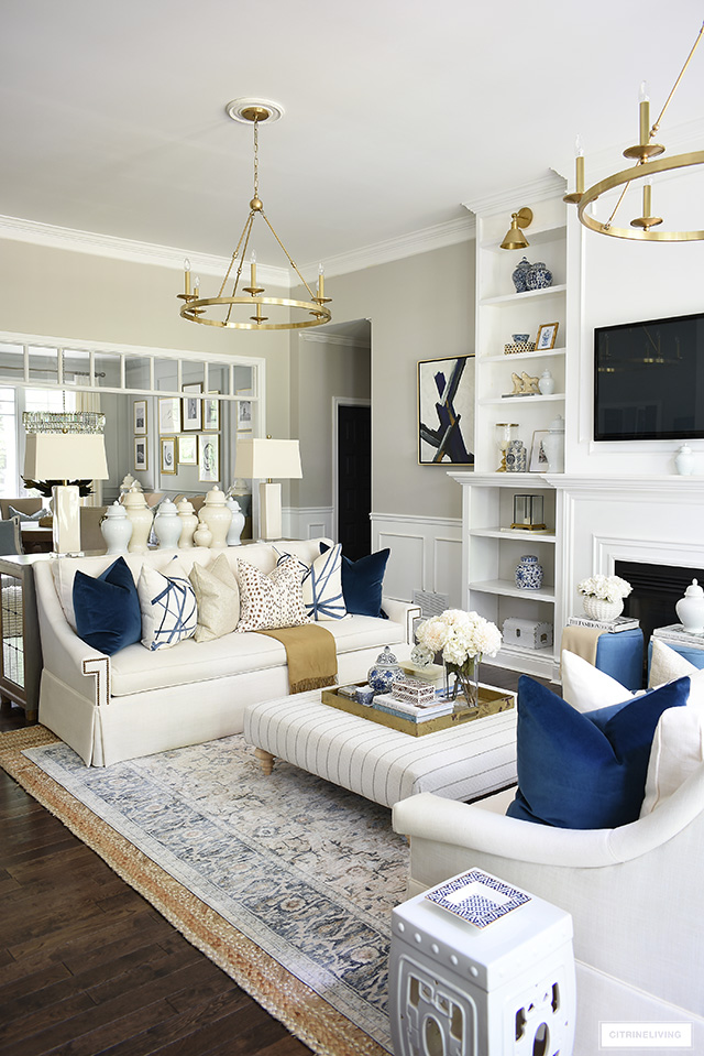 Fall living room decorating with navy blue, brown, cream and gold. Gorgeous and luxe throw pillow are a chic addition.