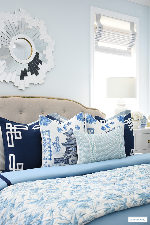 Layers of beautiful blue and white pillows in chinoiserie chic style for spring create a fresh look!
