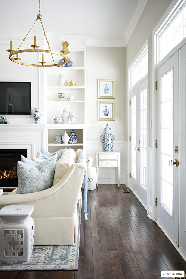Gorgeous Spring living room decor with beautifully styled bookshelves in blue and white.