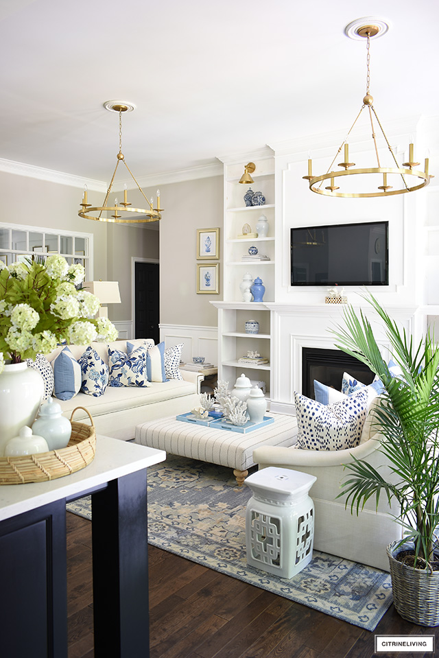 Summer living room decor in blue and white with a hamptons-inspired feel.
