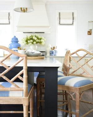 Pretty blue and white summer kitchen decor
